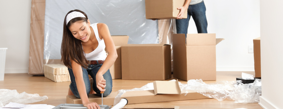 Women that fills up boxes for a move